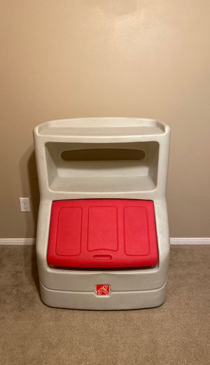 Step 2 kids plastic toy box for Sale in Fontana, CA