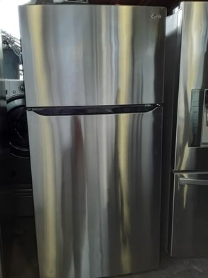 LG TOP FREEZER REFRIGERATOR for Sale in Long Beach, CA