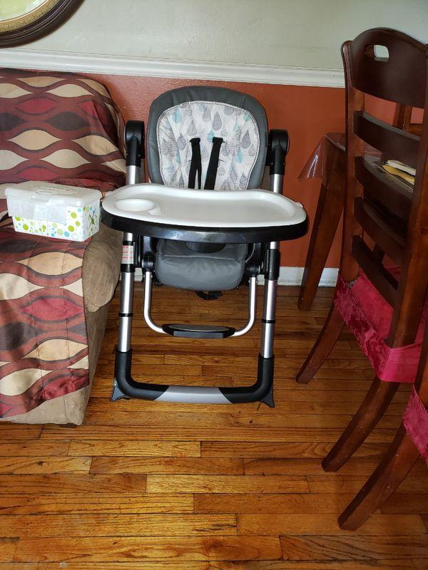 Baby Trend Go-Lite 5-in-1 Feeding Center -