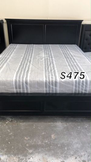 KING BED FRAME W/ MATTRESS for Sale in Rancho Dominguez, CA