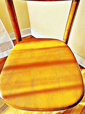 Wooden Shelby Williams Industries MCM chairs (4) with leather seat cushion. for Sale in Crumpton, MD