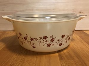 Vintage Pyrex 2.5L Casserole Dish w/ Lid Trailing Flowers Pattern for Sale in Bremerton, WA