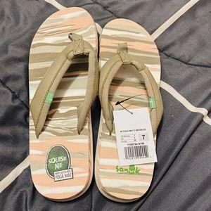 Brand new women's flip flops size 7 for Sale in Las Vegas, NV