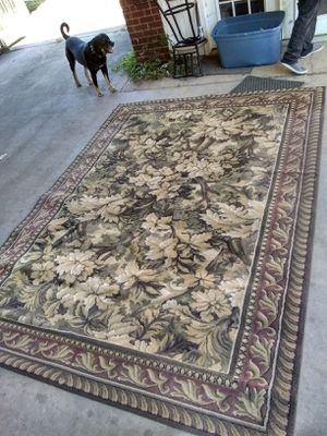 Very big antique rug I think it is 10' × 8.5' will varify if needed. No stains or odor, I just have no use for it for Sale in Lebanon, TN