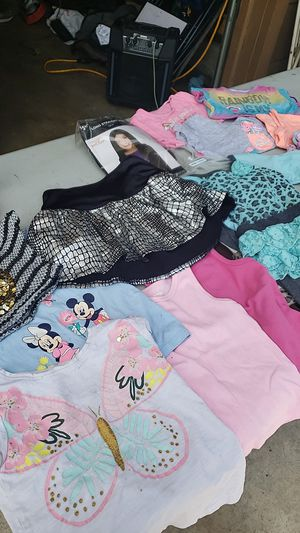 Free little girl clothes for Sale in Ceres, CA