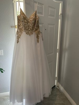 White Prom Formal Wedding Gown/ Dress for Sale in San Diego, CA