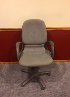 Grey office chair for Sale in Silver Lake, OH