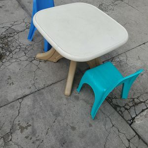 kids toddler table and chairs $30 for Sale in Huntington Park, CA