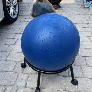 Medicine Ball Chair With Extra Medicine Ball for Sale in Hollywood, FL