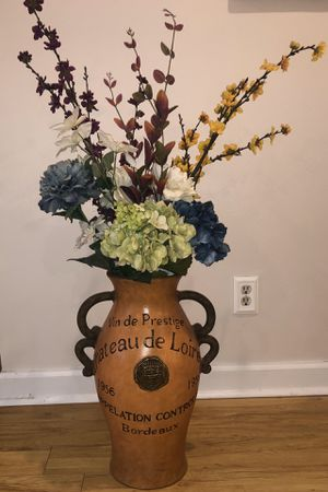 Vase and flowers for Sale in Riverview, FL