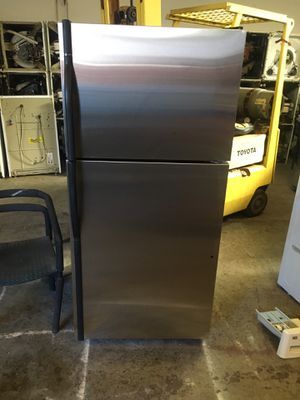 Refrigerator brand kenmore everything is good working condition 90 days warranty delivery and installation for Sale in San Leandro, CA
