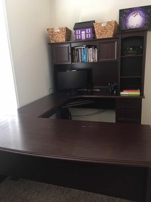 Broadstreet Contoured U-Shaped Desk & Hutch Set (Cherry) for Sale in St. Louis, MO