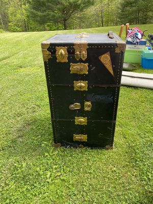 Old trunk asking $75 OBO come get it today for Sale in Swoope, VA