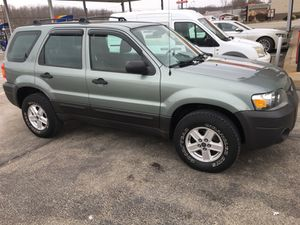 06 Ford Escape XLT 4wd 120k for Sale in Pittsburgh, PA