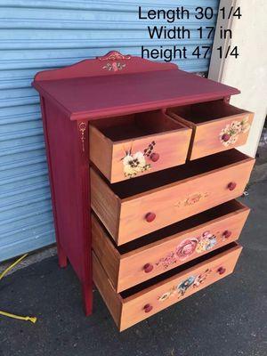 5 drawer solid wood dresser for Sale in Lynwood, CA