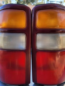 1999-2006 Chevrolet / GMC Tail Light Lenses for Sale in North Highlands,  CA
