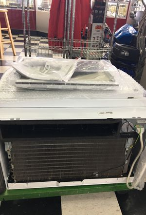 LG window air conditioning like new for Sale in Margate, FL