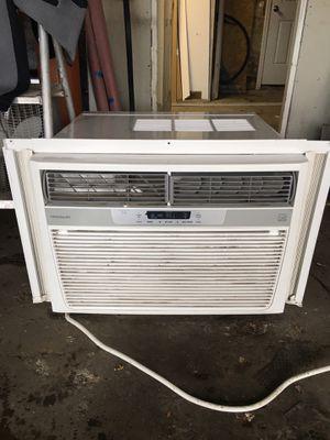 Frigidaire AC 25000 BTU for Sale in Chicago, IL