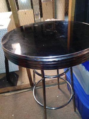 Desk. Bar table w/2 Stools. Small tv cart for Sale in Hazelwood, MO