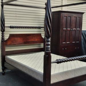 4 post queen size bed room set with canopy for Sale in Chula Vista, CA