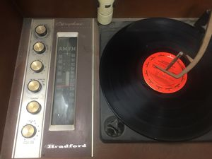 RETRO AM/FM RADIO PLUS RECORD PLAYER for Sale in Fort McDowell, AZ