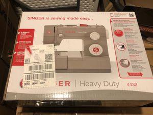 Singer heavy duty 4432 for Sale in Brea, CA