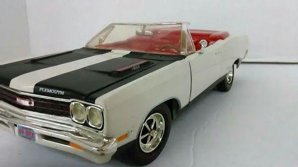 1969 Plymouth GTX Hemi - Scale Model Car 1:18 -