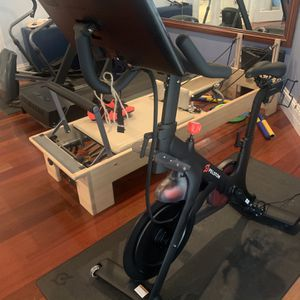 Peloton Bike W/touchscreen for Sale in Miami, FL