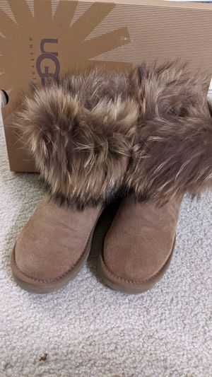 real fox fur ugg size 6 chestnut color for Sale in San Jose, CA