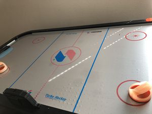 Air hockey table still works but has some bruises for Sale in DeSoto, TX