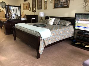 New king bedroom set for Sale in Greensboro, NC
