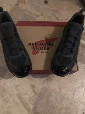 RED WING SIZE 11 1/2 WITH PROTECTOR IN THE FRONT SAFETY TOE ATHLETIC WORKS BRAND NEW for Sale in Vallejo, CA