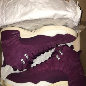 Jordan 12 Bordeaux 9.5 W/box for Sale in Stockton, CA