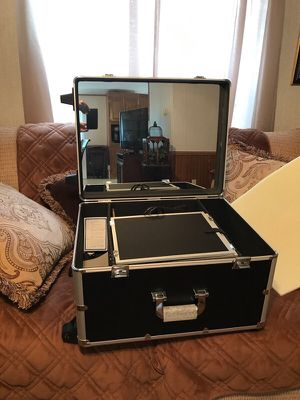 Travel Makeup Vanity with Mirror for Sale in Dallas, TX