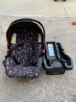 Graco car seat with base // Snugride for Sale in The Bronx, NY