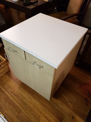 25x25x31 storage with wheels for Sale in Los Angeles, CA