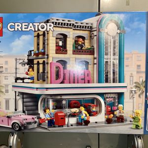 LEGO- Downtown Diner (10260) for Sale in Tualatin, OR