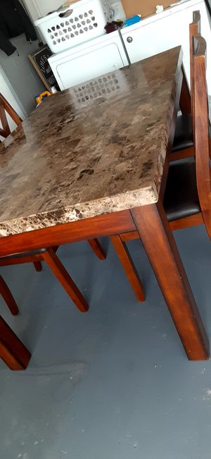 Dining room table for Sale in Kissimmee, FL