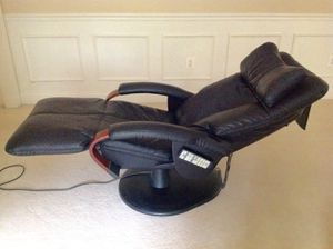 Human Touch Robotic Massage Chair Recliner Black Home Office Like New for Sale in Evesham Township, NJ