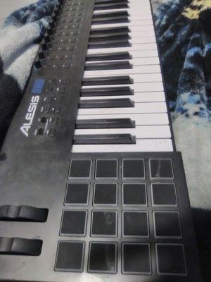 Alesis VI 49 keyboard for Sale in Los Angeles, CA
