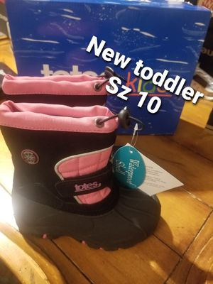 New toddler girls size 10 winter snow boots by TOTES pink black for Sale in Gilbert, AZ