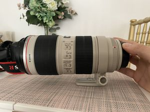 Canon EF 70-200mm f/2.8L is II USM Telephoto Zoom Lens for Canon SLR Cameras for Sale in Los Angeles, CA