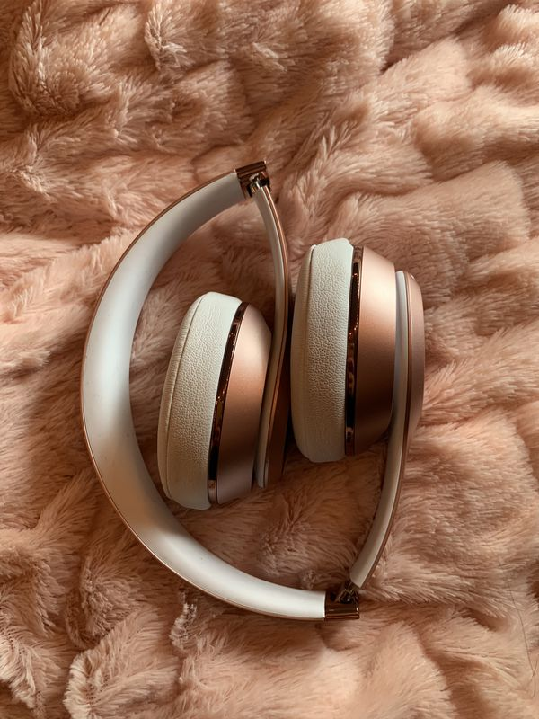 Rose Gold Beats Solo 3 Wireless
