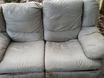 Free Love Seat for Sale in Vancouver,  WA
