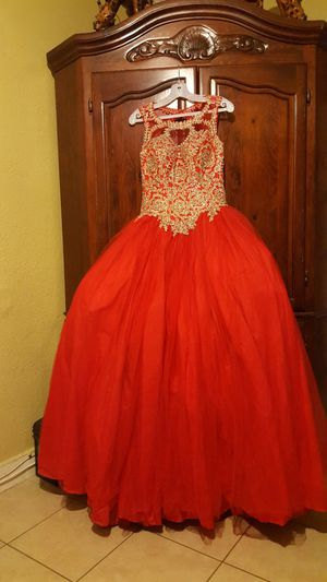 BEAUTIFUL prom dress size m for Sale in Ontario, CA