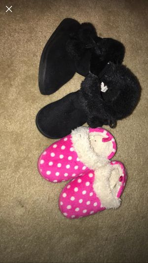 Size 7 boots and slippers for Sale in Spring Hill, FL