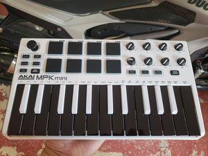 Akai MPK mini, like new with box for Sale in Evesham Township, NJ
