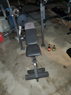Golds gym weight bench for Sale in Hemet, CA