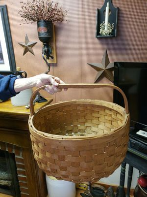 Large basket for Sale in Farmville, VA