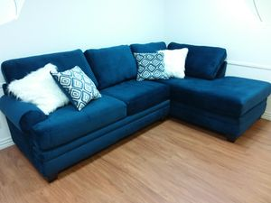GROOVY BLUE TEDDY BEAR SOFT SECTIONAL SOFA WITH ACCENT PILLOWS for Sale in Mansfield, TX